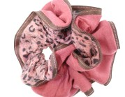 This fabulous ponytail holder is made with soft fabric. They are available in the different colors and make a nice finish to a casual style. T13
